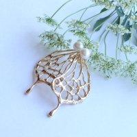 胡蝶と珠のピアス